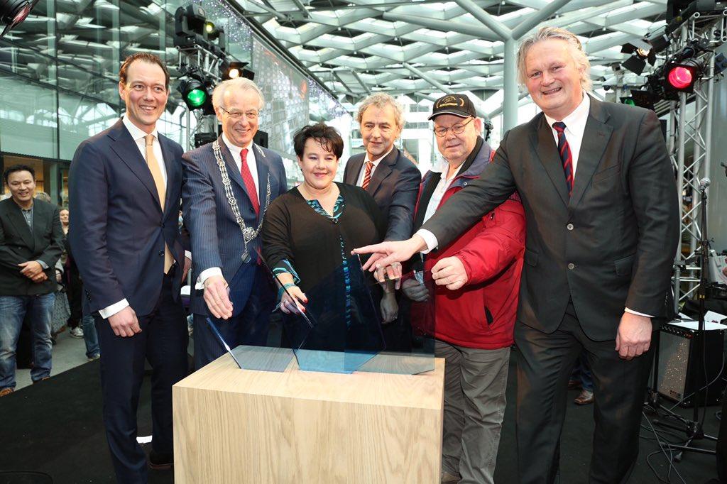 Den Haag Centraal is officieel geopend! #Hoera! https://t.co/b1wSiqlhrV
