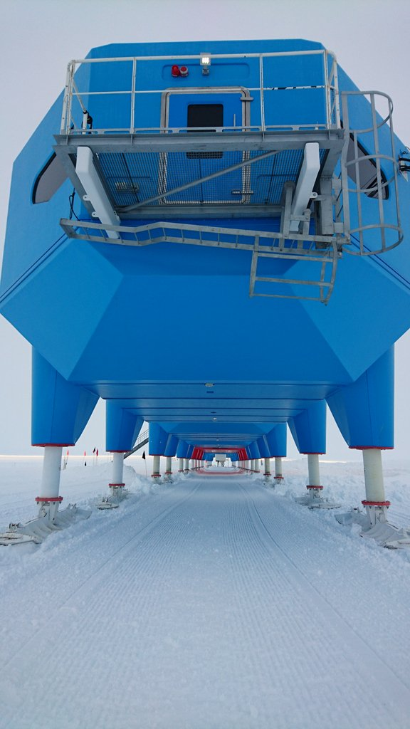 All looking shipshape. Snow levelled and station raised up on it's jackable skis #IceStation https://t.co/P7hf3ckB01