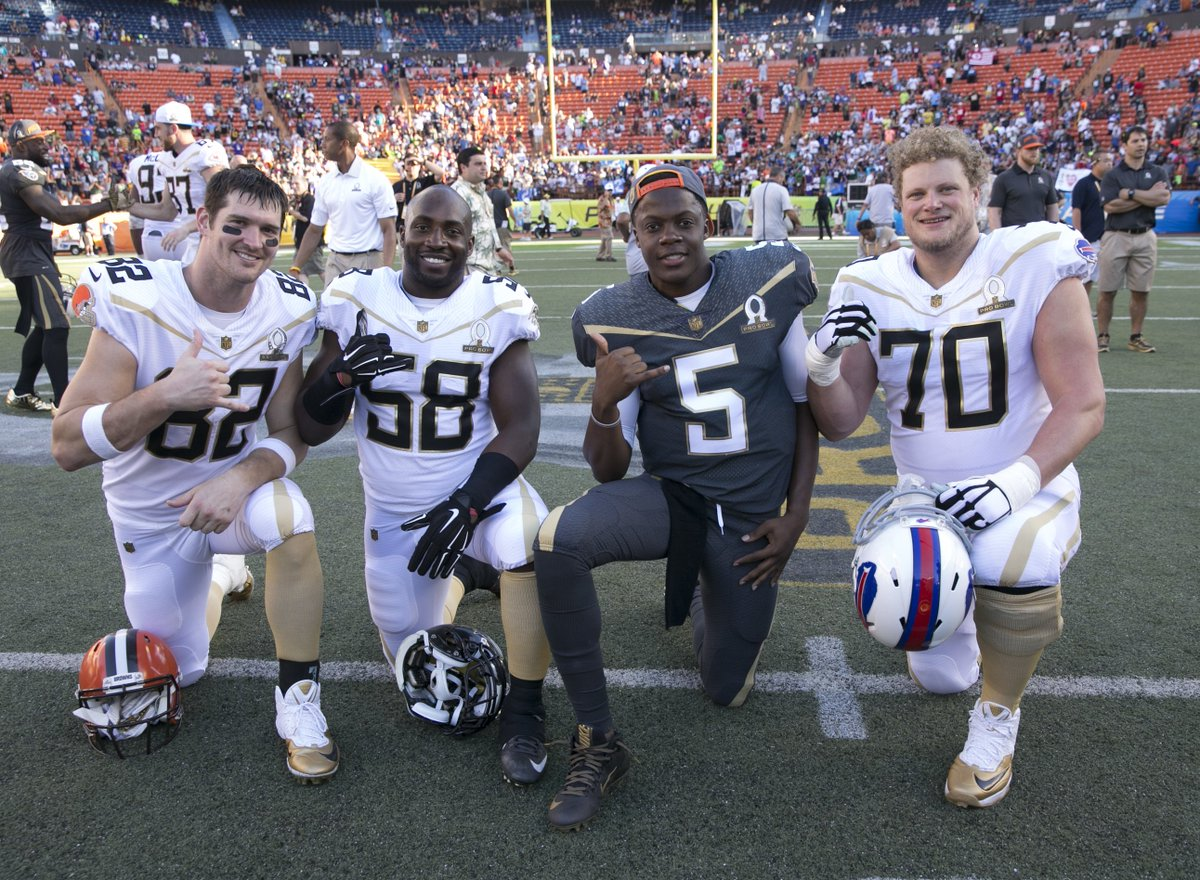 Teddy Brigewater's big night at the Pro Bowl preceded this @UofLFootball team picture: https://t.co/ceZ80TIYM3 https://t.co/2ts455HHjz
