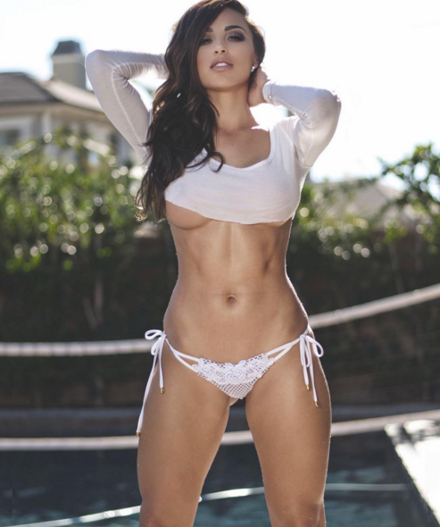 Those abs tho #MondayMotivation @_anacheri https://t.co/i7CfCtgMme