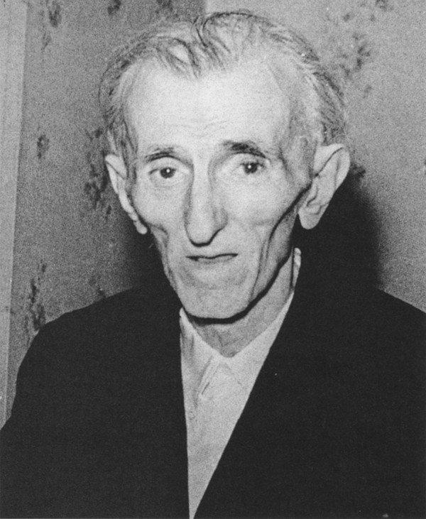 The last picture taken of Nikola Tesla. https://t.co/MS5Vimjt67
