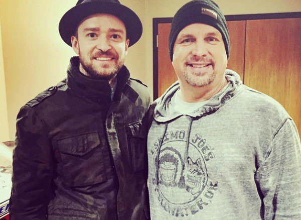 Garth Brooks and 14,000 fans sing Justin Timberlake Happy Birthday: