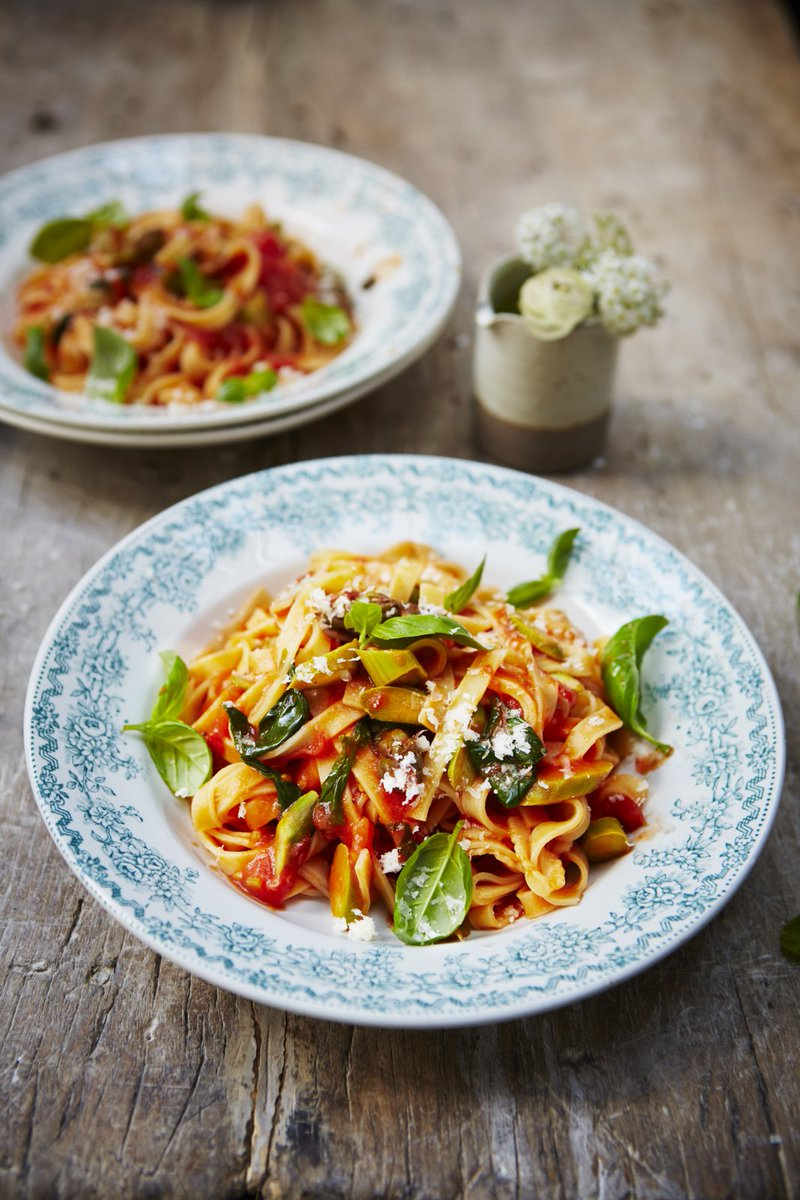 Kids love this simple tomatoey #pasta! Why not sneak some greens in too? https://t.co/39dQG55FmF #RecipeOfTheDay https://t.co/L9NTBtveF3