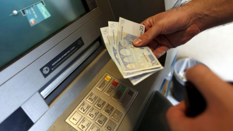 El defensor del pueblo pide una tarifa m xima y for Cajeros banco santander para ingresar dinero