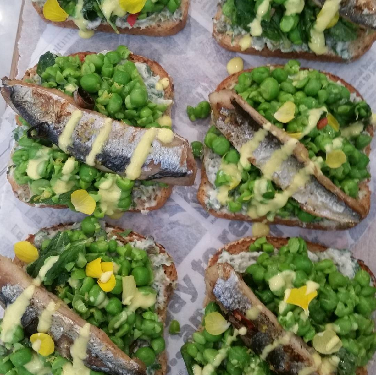 RT @belairfood: Our take on Brit fave: fish & mushy pea (w/ broad beans & yuzu) Inspired by @jamieoliver @jimmysfarm @JamiesFoodTube https:…