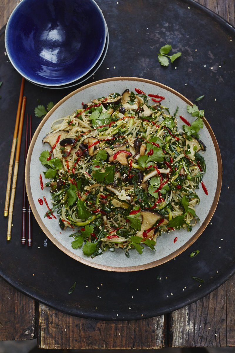 Happy #ChineseNewYear, lovely people! Today's #RecipeOfTheDay is #vegan Chinese noodles:  https://t.co/Eg7uZQgNXg https://t.co/m0nfQ769at