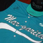 Por una gorra y una camisa firmada por Henry Blanco. ¿Cuantas temporadas tienen los #BravosDeMargarita en la #LVBP? https://t.co/nxcf4PTWuk