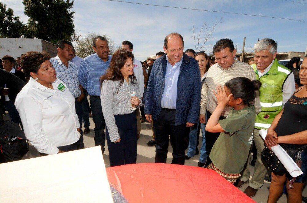 La Subria Martínez Cranss, entregó en #Coahuila 8,865 despensas, 35,462 cobertores y 35,462 colchonetas. https://t.co/qQyYMwSPxG