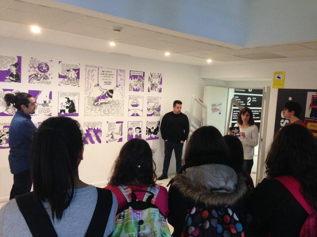 Ahora los artistas de #CornerMIZ también dialogan con chavales de institutos. #cornerEduca @elojoquemuerde https://t.co/bWuq2Z5qBD