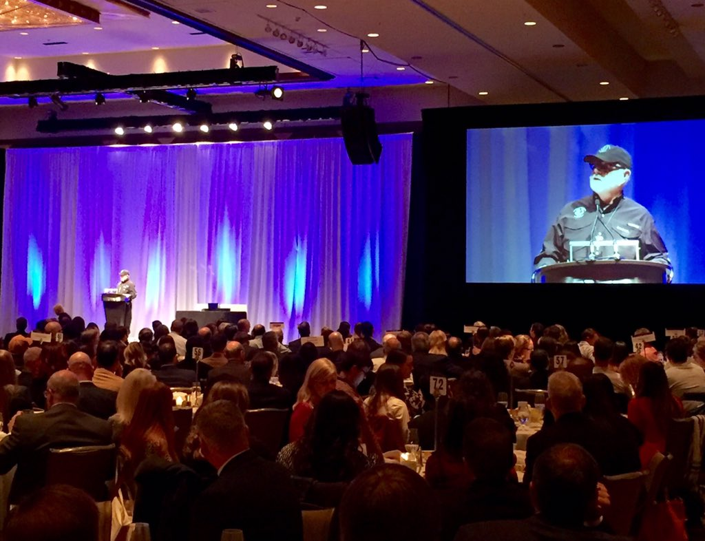 """""""I believe at the core of my being, that this is the greatest city in the world.""""-Alan Graham @MLFNOW #ChamberAnnual https://t.co/yVpbdZ8AoH"""