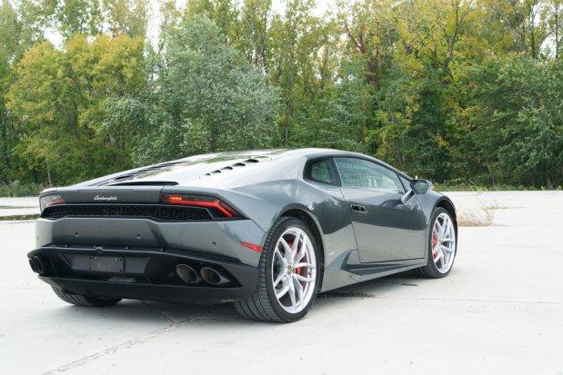 Miss my @Lamborghini Huracan review in @CNET Magazine? It's now online for your enjoyment: https://t.co/B9mXl3zLtF https://t.co/c7X5aagVJ7