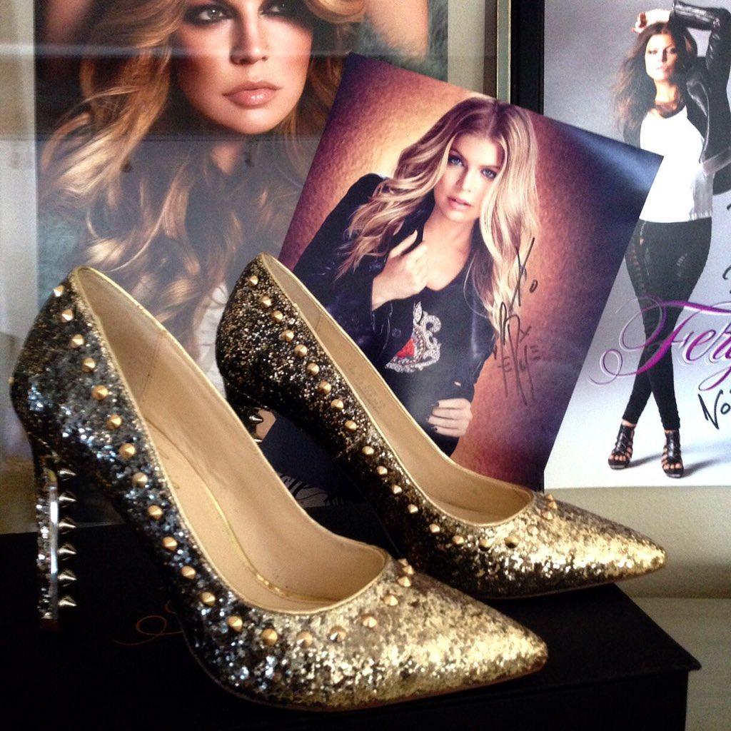 RT @FergieFootwear: Because u were born 2 #sparkle. #fergie #goldpumps #glitterpumps #allthatglitters #faveshoes https://t.co/VAb8hF9BFe ht…