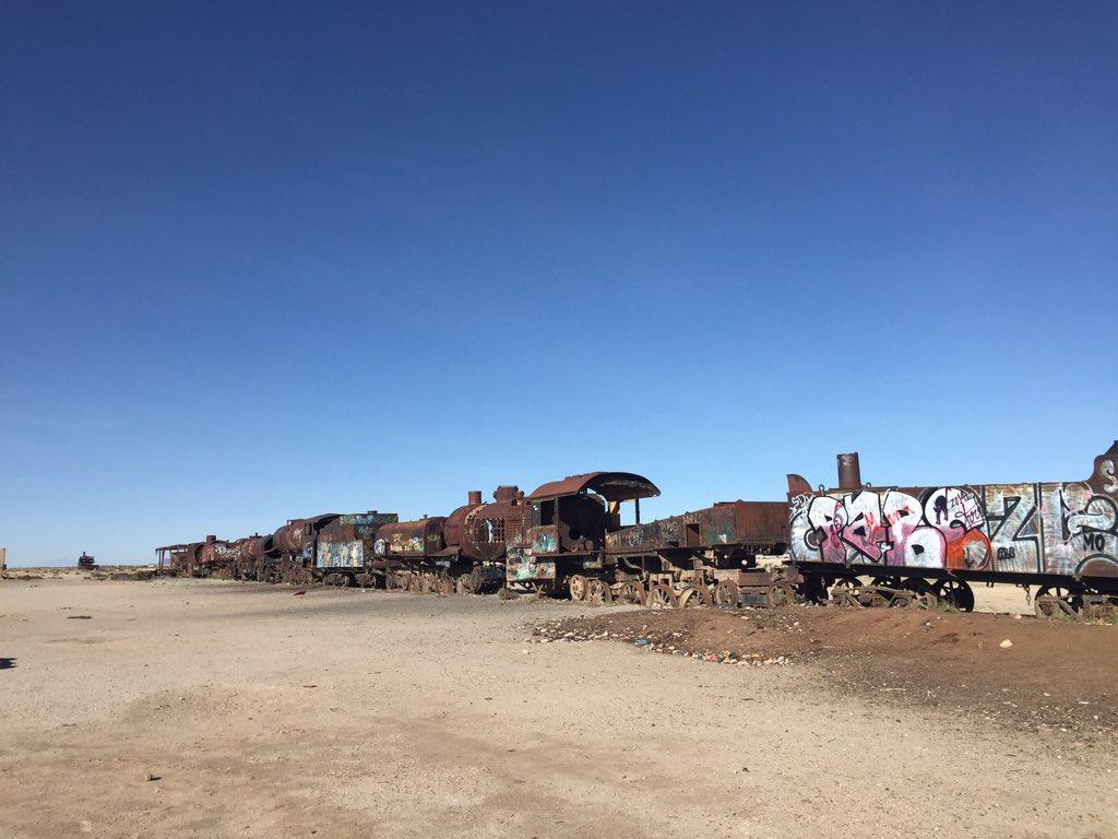 ネットで話題になってたので私もあげてみる。 昨年行ったボリビアのいわゆる「電車の墓場」で撮ってきた写真。 うん、確かにマッドマックスっぽい(笑) ……映画全然観てないけどね!w https://t.co/4QhSYmah9x