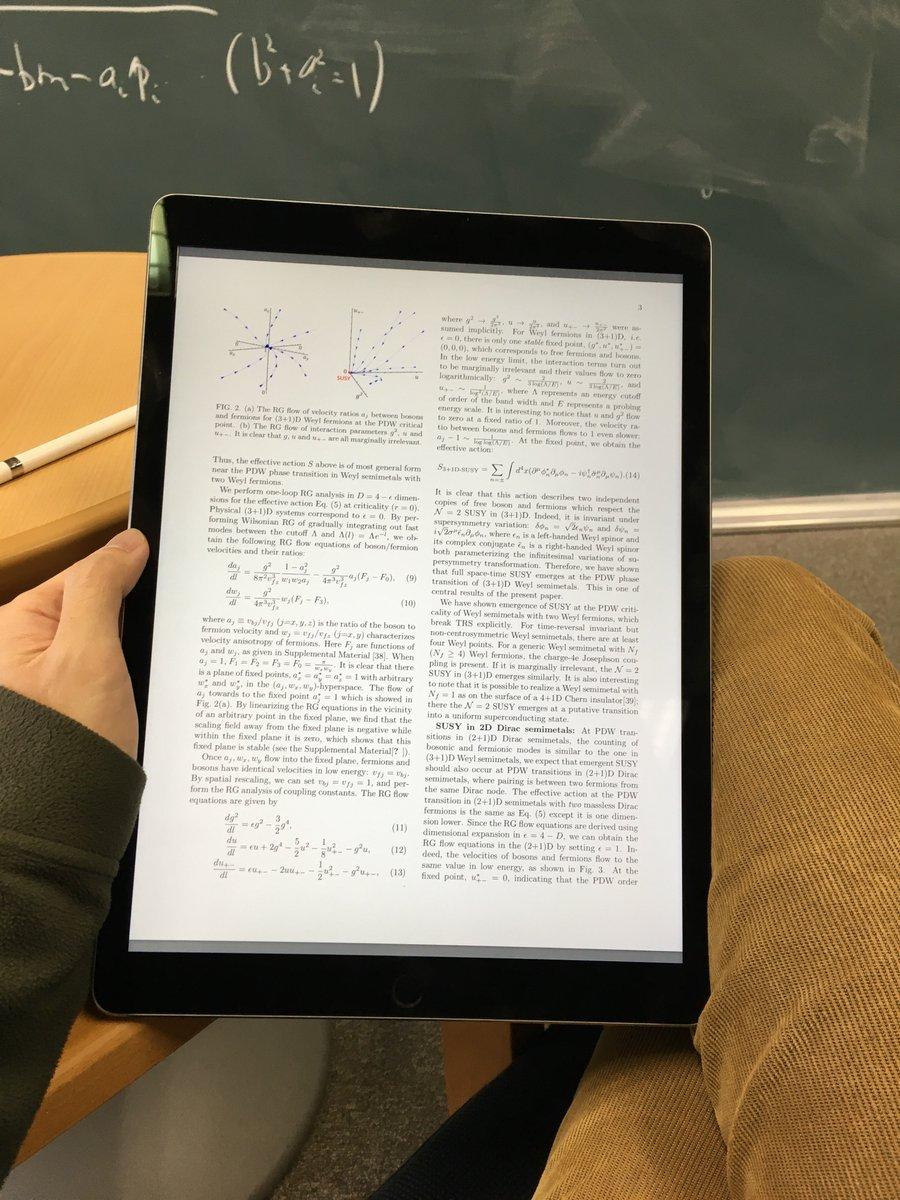 iPad proは、A4サイズを仮定して書かれているすべての論文が快適に手にとって読める。毎回論文を印刷して電車内で読んだり(しかも持ってくるのを忘れたり)するのも、おしまい。 https://t.co/f429WPX5OD
