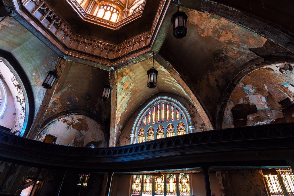 デトロイトで教会の廃墟。#廃墟 #アメリカ https://t.co/HwNMZwL433