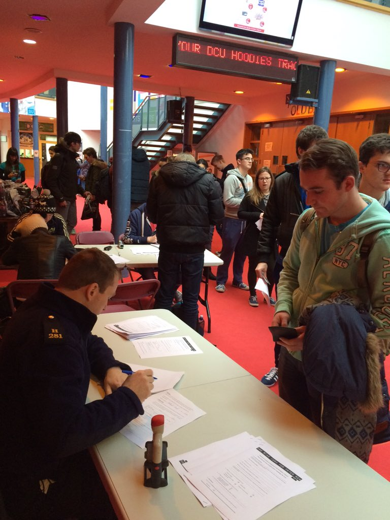 Queues of @DublinCityUni  students registering to vote today in the hub from 12-4 @TheUSI #MakeASmartVote https://t.co/uIFigi35Lg