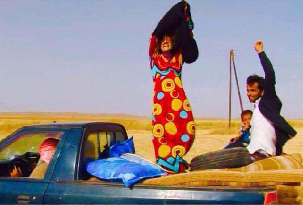 One of the great pics of 2015...woman fleeing Islamic State throws away burka after reaching Kurdish checkpoint. https://t.co/EbTJoXjY1k