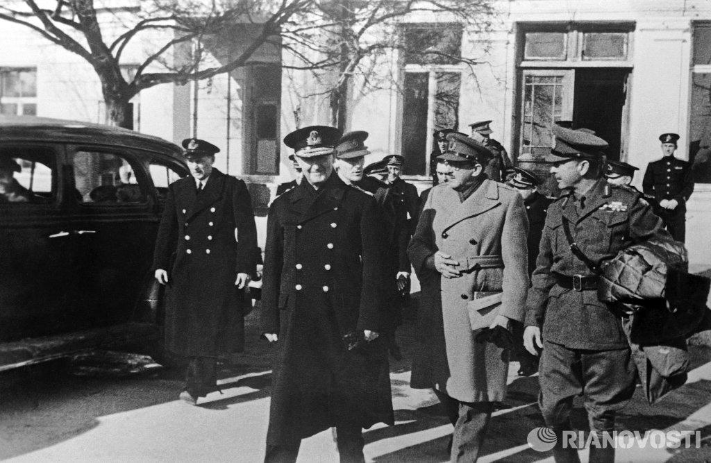 4 - 11 февраля 1945) - вторая из трёх встреч лидеров стран антигитлеровской коалиции - ссср, сша и великобритании