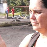 Gisela Rubilar, intentó remover una barricada y guarimberos le dieron un tiro ¿Pacíficos? #LilianTuEresComplice https://t.co/Tmd8bzODDu