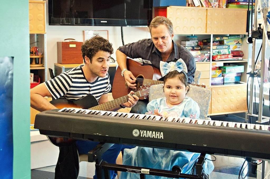 Throwback to Glee star and singer/songwriter Darren Criss's (@darrencriss) visit to Mattel… https://t.co/EFE3NE7PDC https://t.co/JgpADw2RII