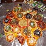 【名案】ピザ好きのためのピザボードゲームが最高すぎる! https://t.co/FRNnypMfWF 開拓者をロールプレイするゲームで、土地を確保したらピザを一口食べられるという特殊ルールを採用しているようです。 https://t.co/5D4b14mLp6