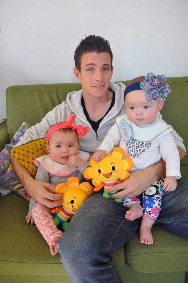 おはようございます! 2月5日は ふたごの日! Happy Twins Day! https://t.co/u7RFNCyn3d