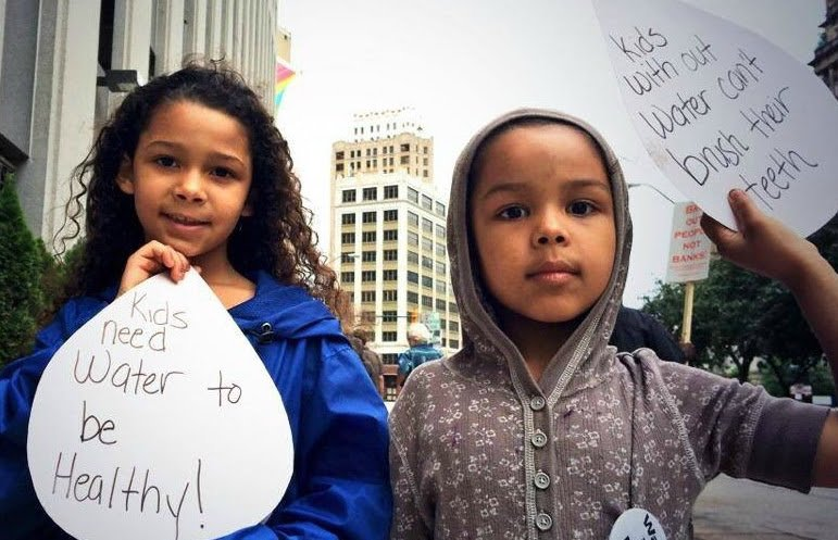 Demand Justice And Solutions For Flint! #FlintWaterCrisis https://t.co/daSXdwHdW4 via @momsrising https://t.co/PNLVmQAgLX