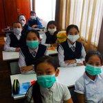 Из-за эпидемии гриппа, учительница попросила детей принести маски... (где-то в Казахстане) ???? https://t.co/aqQx4wzuj6