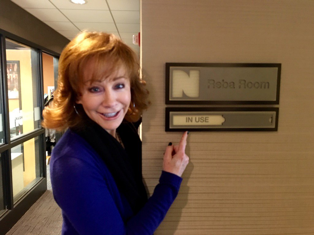 @Reba at @nash campus. The conference room is named for her. https://t.co/8aQURI0i5P