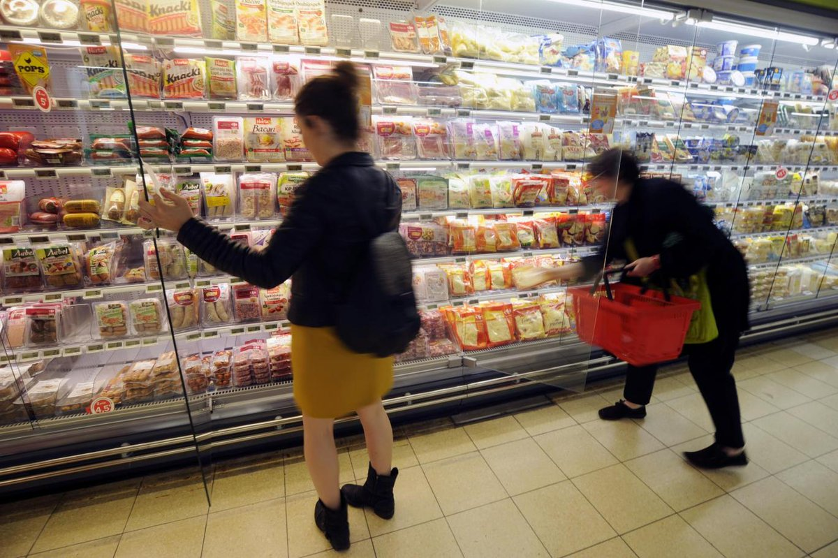 France becomes first country to force all supermarkets to give unsold food to needy https://t.co/bdEg7cKXMt https://t.co/QunVk3kP1c