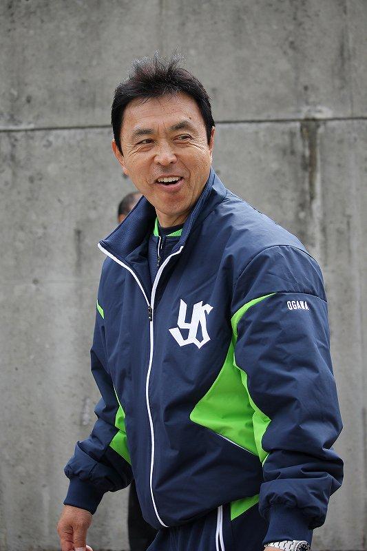 『小川サン、そのジャージカッコいいですね!』 『そうか?』 『そのデザインの欲しいです』 『俺もこれ一着しか持ってないから…』 『いや、着用済みじゃなくて、そのデザインのを販売して欲しいです』 『あぁw』 #20160203浦添 https://t.co/cGYvbslFV9