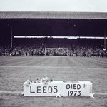 A mock Leeds Utd coffin is placed on the Roker Park pitch as Sunderlands 1973 FA Cup winning team return home #SAFC https://t.co/nRuZfOblfv