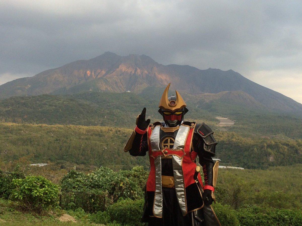 久々に桜島が噴火ということでしたが大きな問題もなく一安心、風向きを気にして洗濯のスケジュールを考えつつ週末の夜を過ごしております。 活火山と共に暮らす県・鹿児島と県民ヒーロー #薩摩剣士隼人 をよろしくお願いします! https://t.co/XyuXtUQHGC