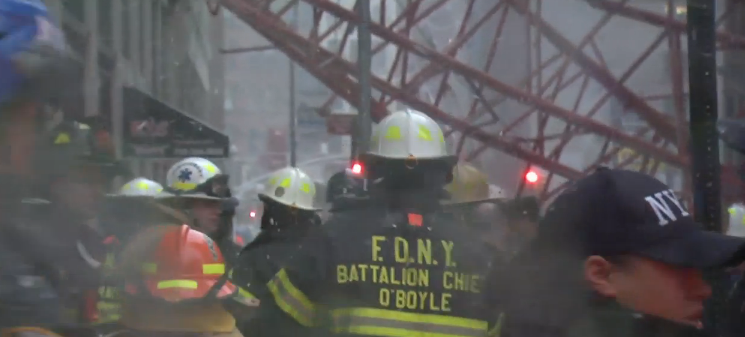 Live coverage of NYC Crane Collapse. Reports of 1 dead, 140+ FFs on scene. https://t.co/pqL2g4QrlT https://t.co/n9GhtRCClL