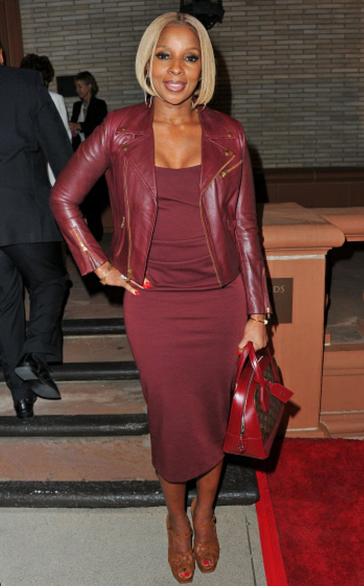 R&B Queen Mary J. Blige attends Debbie Allen's 'Freeze Frame' Premiere last night at The Wallis Annenberg Center. https://t.co/Fcgzk7U1yS
