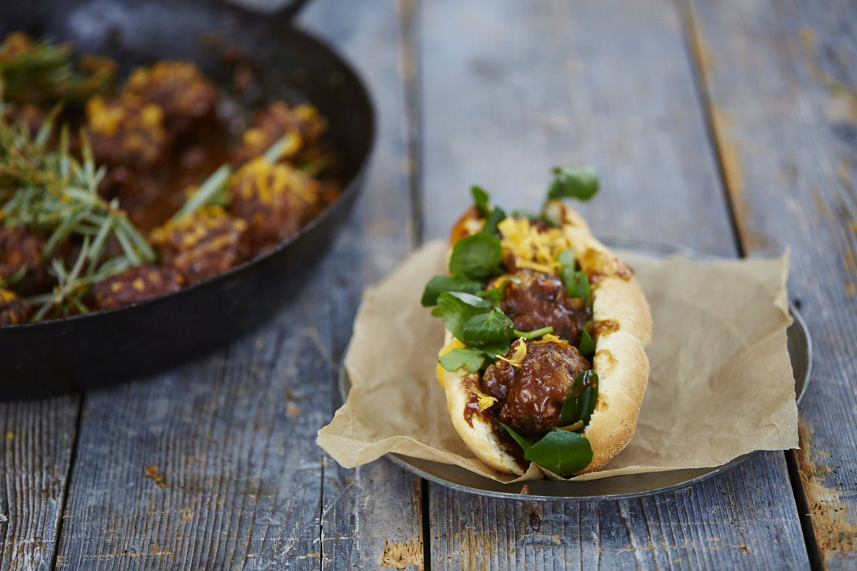 Mega meatball sub! gorgeous comfort food dish is quick and easy #FridayNightFeast https://t.co/TD6LhjXy7H https://t.co/mVDqlqUpVt