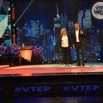 Envoyez vos messages à vos stars préférées ! On les attends sur notre plateau !!! @TF1 #VTEP @CEKEDUBONHEUR #LeFeu https://t.co/Q8TD9Wc2vd
