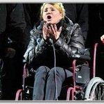 Эта женщина-инвалид превозмогая боль встала и пошла. Ради нас - простых украинцев. Как её, блядь, остановить? https://t.co/MnjK32FSpt
