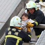 【台湾南部地震】「子どもがまだ中に」 倒壊現場、救助求め叫び声 毛布の乳児抱える消防隊員ら https://t.co/Rm8mYDeeoH #台湾の地震 https://t.co/sS1AghAJRS
