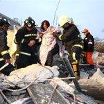 【台湾地震 女児ら3人死亡】台湾南部・高雄市を震源とするM6.4の強い地震で複数のビルが倒壊。120人以上が救出されましたが、生後間もない女児ら3人が死亡しました。https://t.co/9zL4oJ2yPo #台湾地震 https://t.co/LHjg2gUuxA