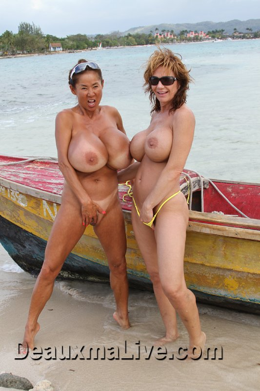 Minka is joining me on my trip to Costa Rica for fun on the beach. yZJ53wxp11
