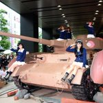 明日のワンフェスですが、Ⅳ号戦車が来ます。参加のガルパンおじさんは諸手を上げて崇めるように。 #wf2016w https://t.co/kPbfuYLC8h