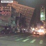 【台湾でM6.4の地震】生後間もない女児が死亡、男性1人が心肺停止 https://t.co/ZRPuriEmpW 台南市永康区では150戸のマンションが倒壊。ほかにも多くの建物が倒壊しており、被害拡大が懸念される。 https://t.co/4lDlKIuVQC