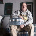 To Flint, with love: #HamOnt man donates thousands of bottles of water in person https://t.co/vUandtjBFH https://t.co/OGE0DWOu8h