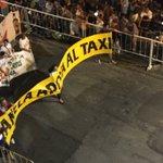 """""""Kanela apoya al Taxi"""" pudo desfilar pero Intendencia no dejó a Mi Morena y C1080 con @Uber_UY. ¿Orden de Martínez? https://t.co/RoA9TTdWwF"""