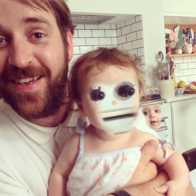 I cannot stop laughing at this face swap https://t.co/URv9ugaKm0
