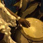 La lluvia perjudica al vestuario y el sonar de los tambores en las comparsas que igual siguen concursando. https://t.co/BlRr3SIfP9