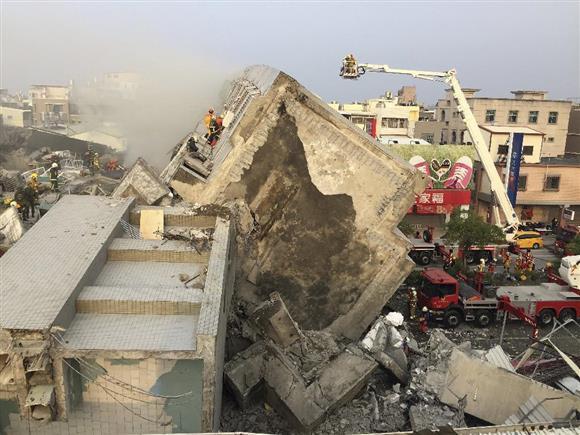 【台湾地震 首相「支援、何でも用意」】安倍首相は馬英九総統にお見舞いのメッセージを送り、「この困難な時に日本は台湾に必要な支援を何でも供与する用意があります」と伝えました。https://t.co/yjEpnlkk0P #台湾地震 https://t.co/Mp5V81GM1d