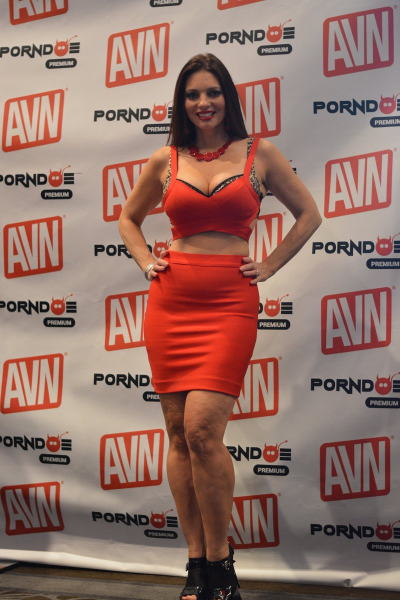 RT @pwrgrl61: @MindiMink my favorite woman in red