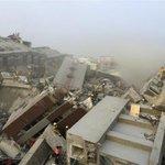 【#台湾地震 死者5人に】台南市の17階建てビルが倒壊し計4人が死亡したほか、落下した給水塔が直撃した女性が死亡。倒壊した建物には30人以上が閉じ込められており、救出作業が続いています。https://t.co/9zL4oJ2yPo https://t.co/CgkzQJnG6d